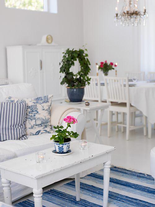 Acogedora Casa en Blanco y Azul