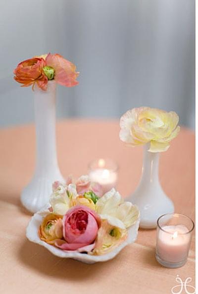 arreglos con flores y velas