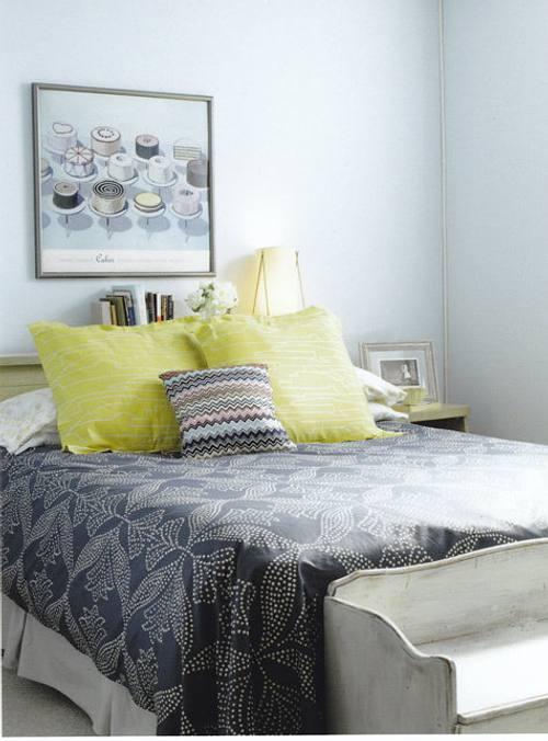 bancos y taburetes en el dormitorio
