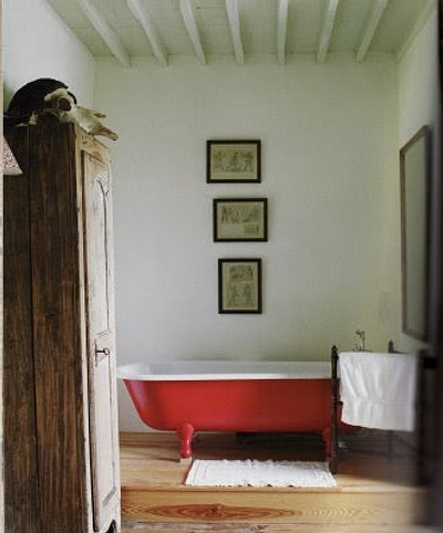 bañera con color rojo