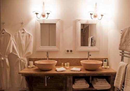 Decoraci n de ba os con dos lavabos decoracion in for Como hacer un mueble de bano