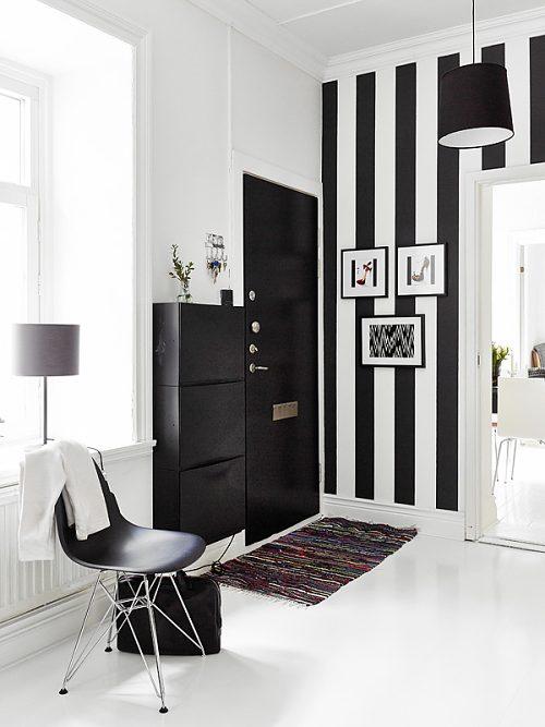 blanco y negro en un recibidor actual