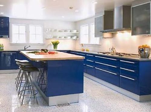 Muebles de cocina en azul cobalto decoracion in - Cocinas azules y blancas ...