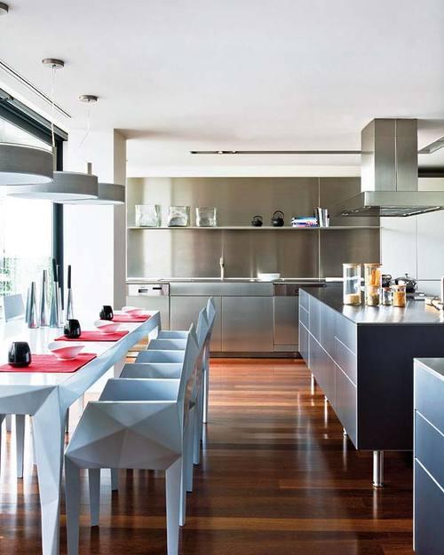 cocina con materiales modernos