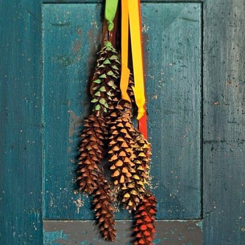 colores y piñas para decorar las fiestas