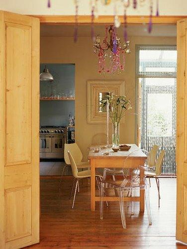 Comedores con candelabros o l mparas de ara a decoracion in - Lamparas salon comedor ...