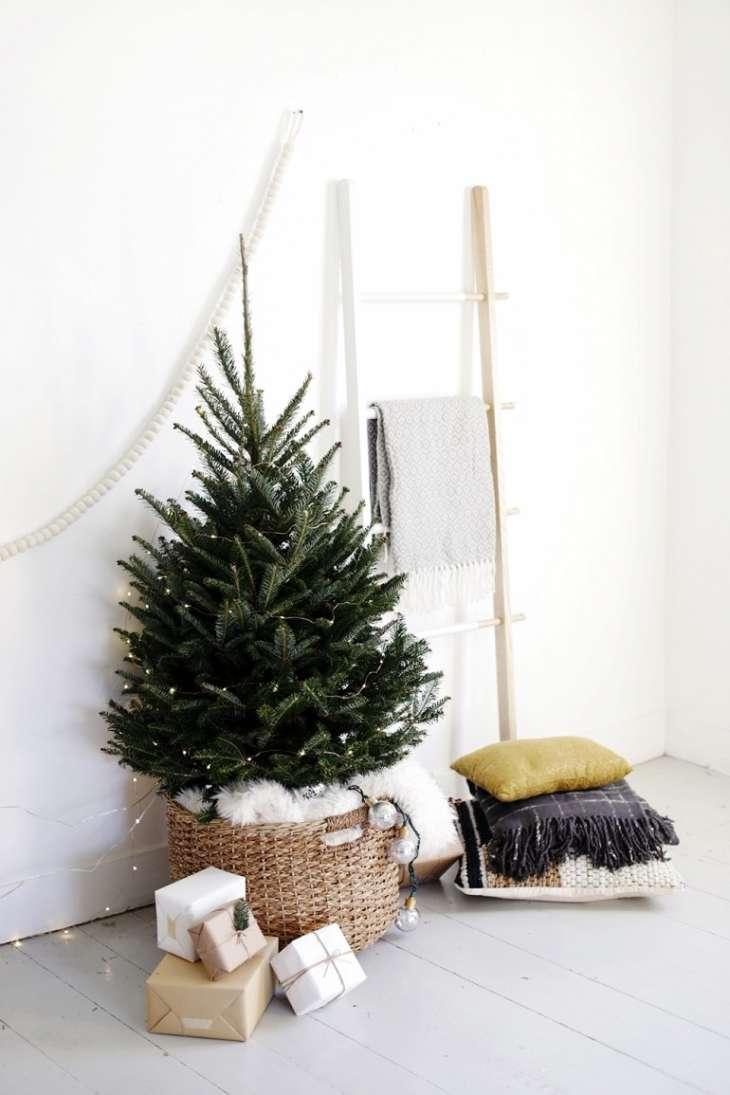 cómo decorar la base del árbol de Navidad