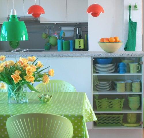 C mo decorar cocinas con colores vivos y alegres for Cocinas con colores vivos
