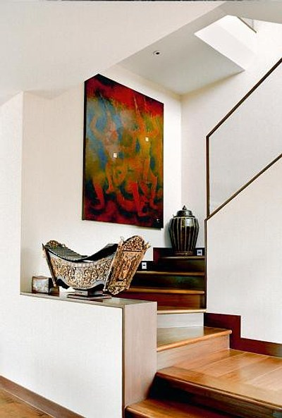 C mo decorar con color e ideas una escalera decoracion in - Escaleras de madera decoracion ...