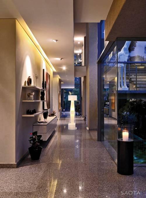 cómo iluminar pasillos y zonas de paso