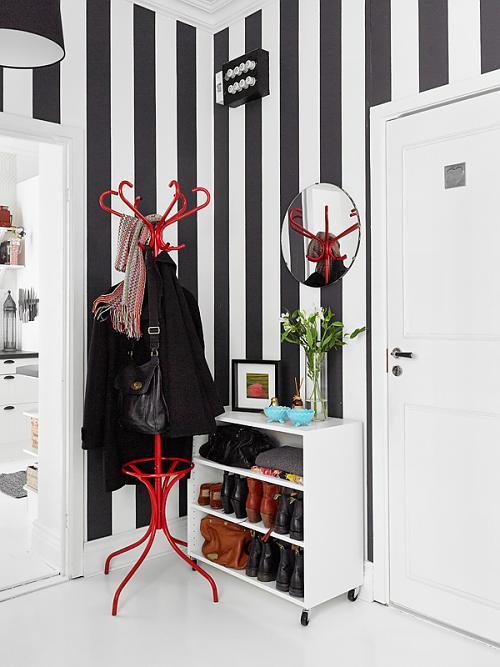 Blanco y negro en un recibidor actual decoracion in Decoracion de casas contemporaneas