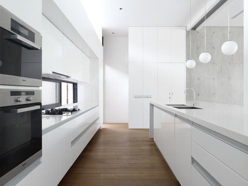 Decoraci n de cocinas modernas blancas decoracion in - Cocina blanca encimera blanca ...