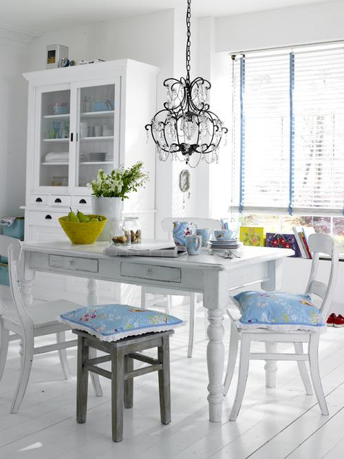 Decorar Comedor: Blanco con Toques de Color