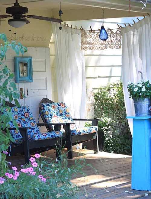 Ideas simples para renovar jardines en verano decoracion in - Decorar pared porche ...