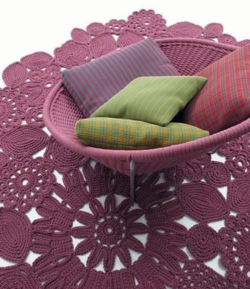delicada-alfombra-croche-ganchillo-patricia-urquiola