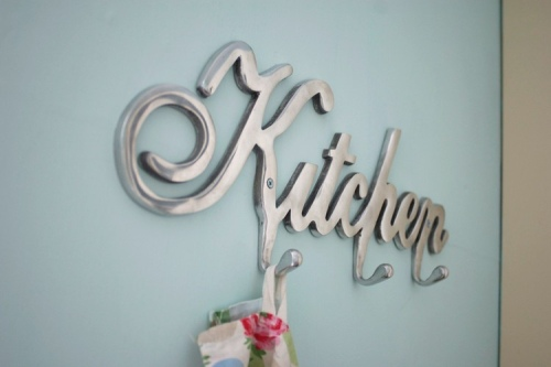 Detalle encantador en la cocina perchero o colgador for Perchero para cocina