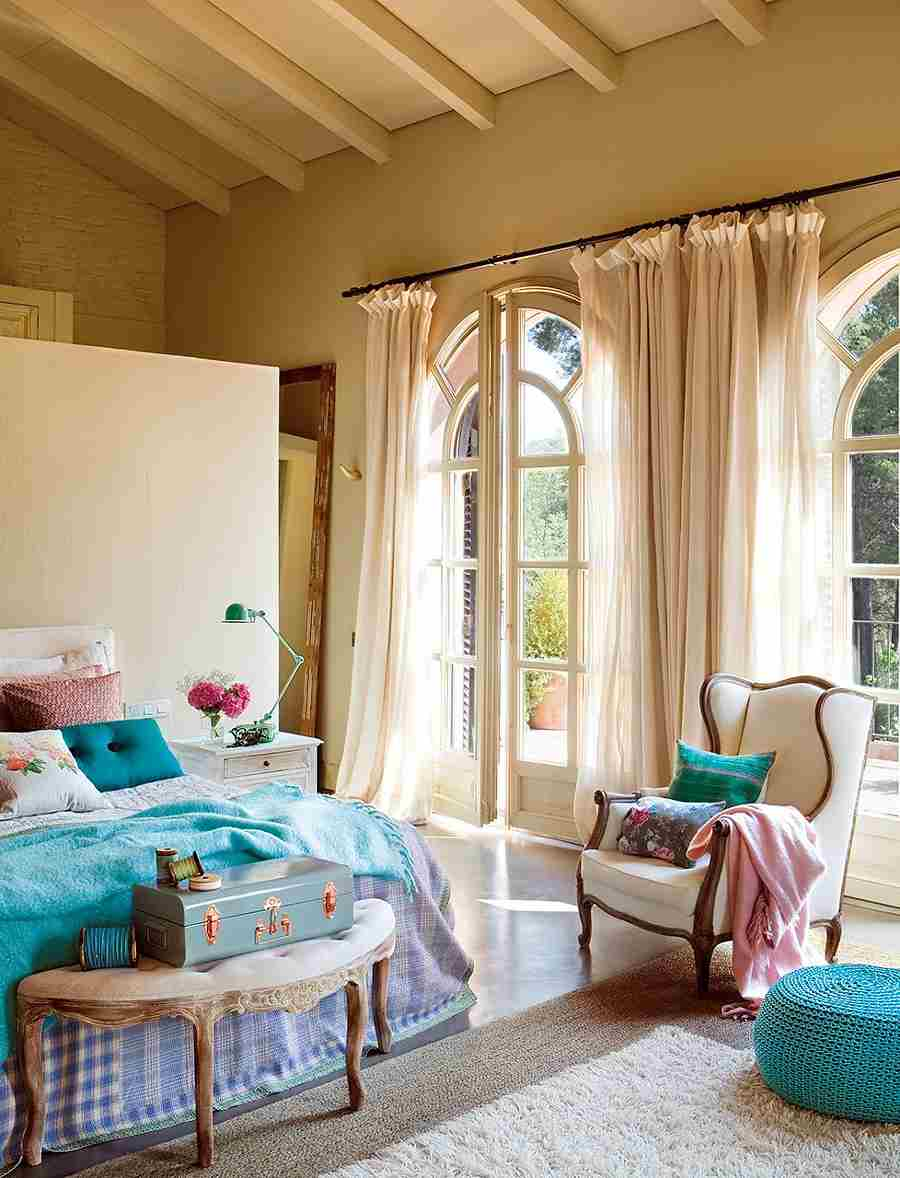 dormitorio con muebles clásicos