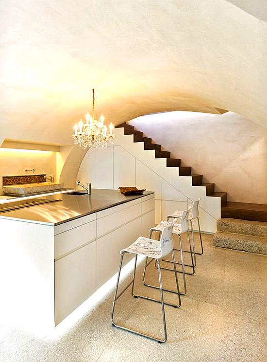 Claves para ganar espacio en casa decoracion in - Soluciones escaleras poco espacio ...