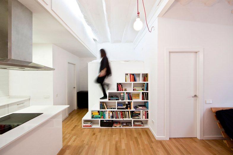 Vuelta al cole estanter as y librer as que se renuevan for Estanteria bajo escalera
