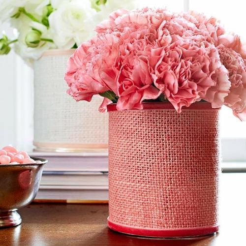 flores en jarrones decorados