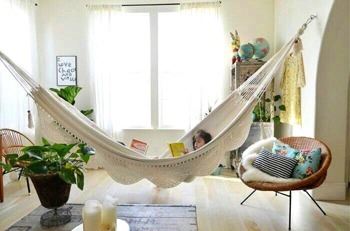 Relax y libertad en un rinc n urbano decoracion in for How to hang a hammock in a room