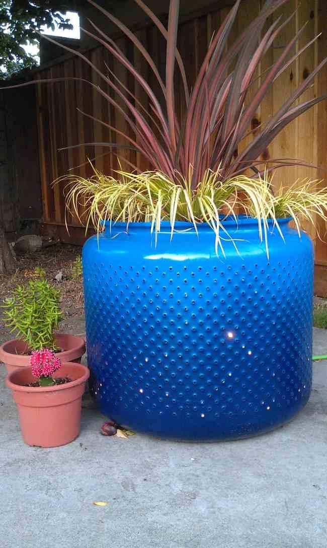 Una idea para reciclar y decorar el jard n decoracion in - Decorar el jardin ...