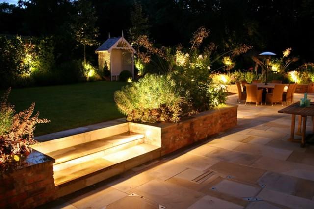Iluminación de un gran jardín