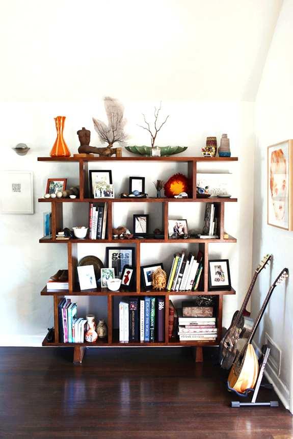 librerías  con estantes irregulares