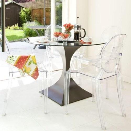 mesa de diseño atractivo para el comedor
