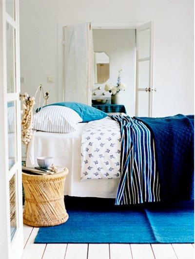 Decoraci n de dormitorios con pr cticas mesillas de noche - Mesillas de noche clasicas ...