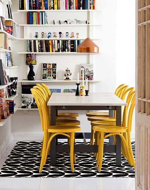 muebles coloridos en el comedor
