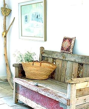 Toques naturales en la zona de entrada decoracion in for Muebles recibidor con banco