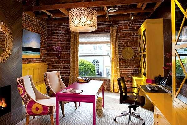 oficina colorida y actual