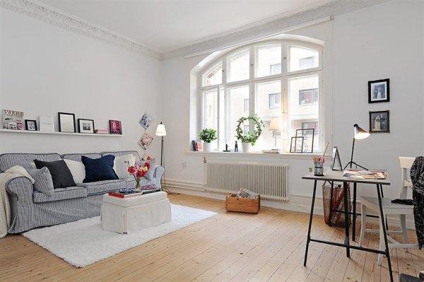 Oficina despacho o espacio de estudio en el sal n for Integrar escritorio en salon