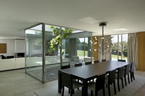Patio de luz iluminaci n y decoraci n decoracion in - Casas con luz natural ...