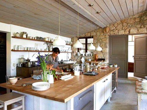 piedra y madera en la cocina