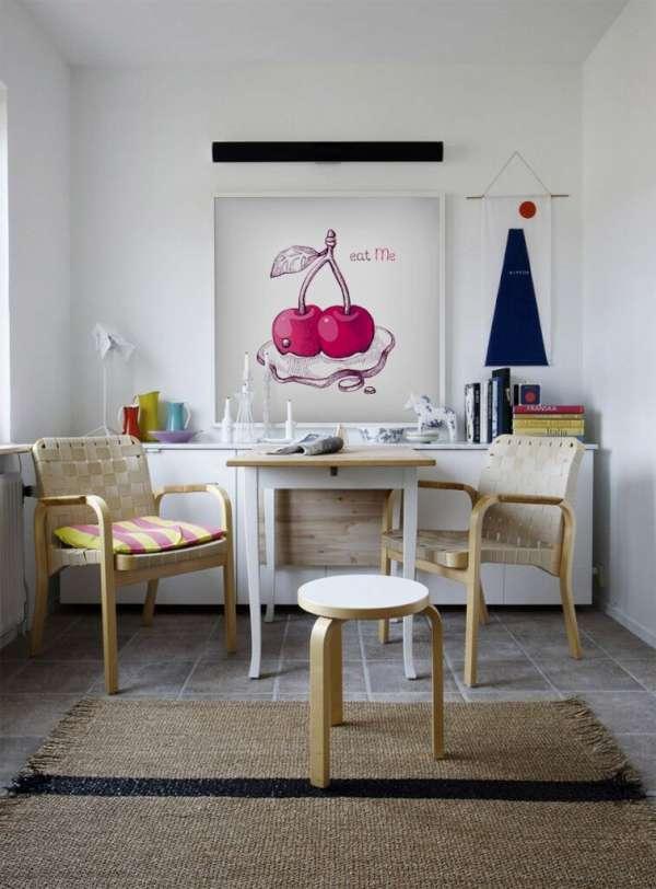 El póster con las cerezas jugosas parecerá sabroso justo encima de la mesa.