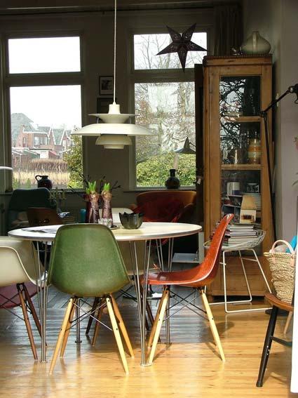 sillas del mismo color con diseño diferente