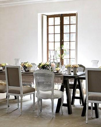 sillas del mismo estilo y tapizado distinto