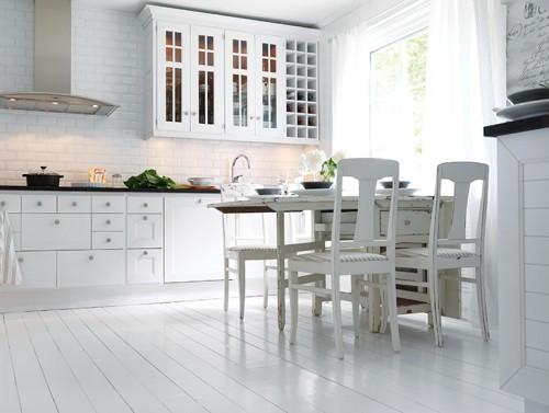 Suelo de madera blanco en la cocina decoracion in - Suelos para cocinas blancas ...