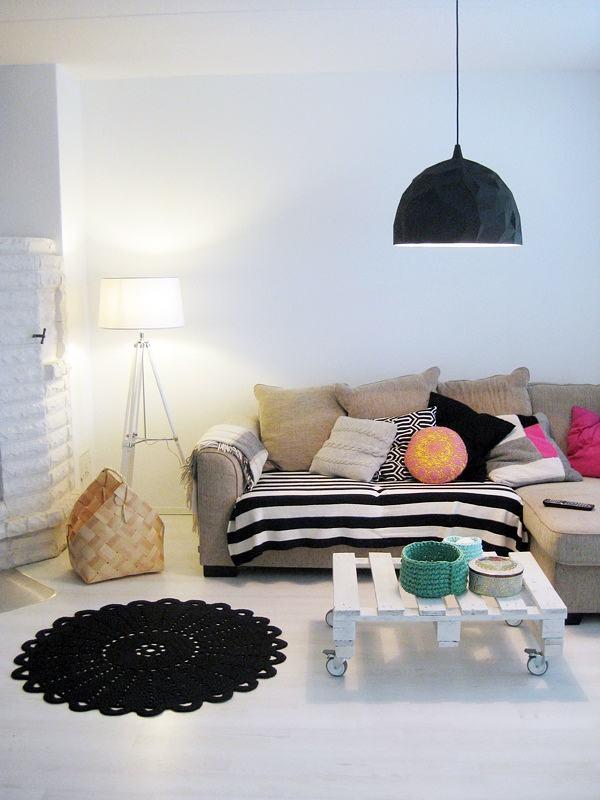 textiles coloridos en el salón
