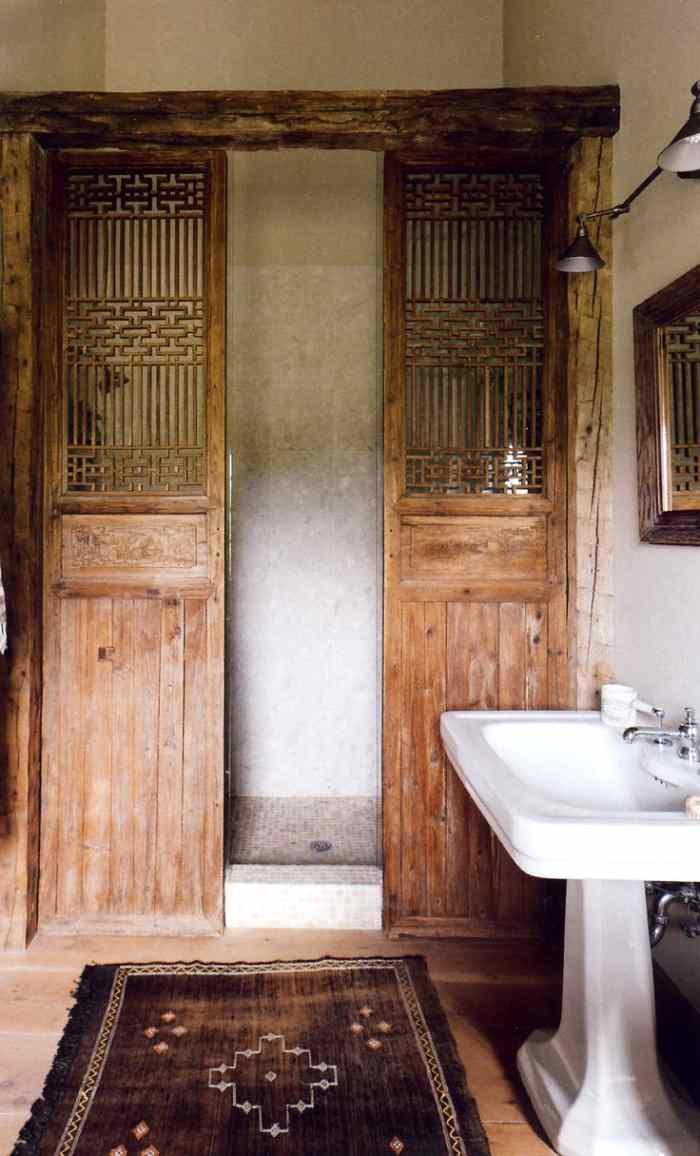 toque de estilo en un baño actual