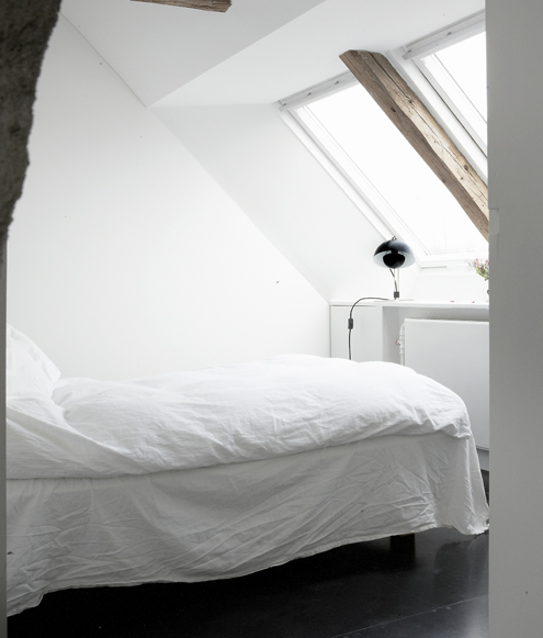 Bedroom: How to Decorate a Bedroom in the Attic